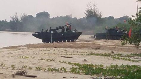 Tank Amfibi dikerahkan dalam latihan perang korps Marinir di Belitung (Pos Bitung)