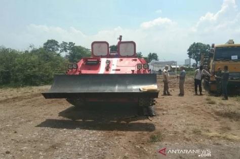 Uji coba tank di Sigobing, Kabupaten Garut, Jawa Barat, Selasa (26112019). (ANTARA)