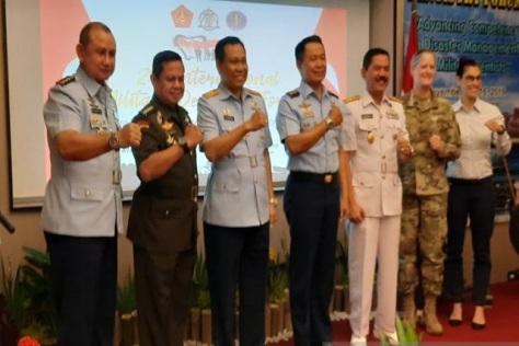 Wakil Kepala Staf Angkatan Undara Marsekal Madya TNI Fahru Zaini Isnanto (tengah) disela acara seminar International Military Dental Forum (IMDF) 2019