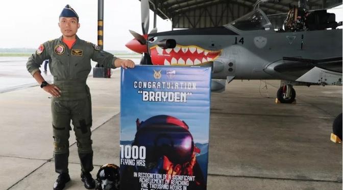"""""""Brayden"""" Raih 1000 Jam Terbang dengan Super Tucano"""