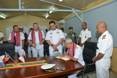 Kapushidrosal Laksamana Muda TNI Harjo Susmoro saat mengunjungi Timor Leste (TNI AL)