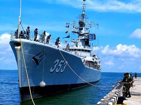 KRI Yos Sudarso - 353 membantu pengamanan Natal di wilayah perairan dengan berjaga-jaga di pos Lanal Mamuju