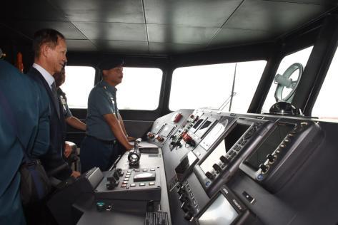 KSAL Laksamana TNI Siwi Sukma Adji meninjau kapal perang baru di Dermaga Fasharkan Mentigi di Tanjunguban, Bintan, Senin (0912) siang. Dispen Lantamal IV Tanjungpinang