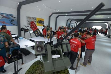 Pameran Alutsista di Halaman Kementerian Pertahanan, Jakarta, Selasa (03122019). (Merdeka) 1