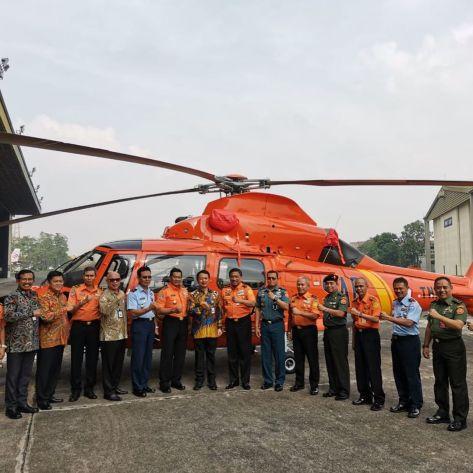 PTDI Serahkan Helikopter AS365 N3+ Dauphin ke Basarnas 1