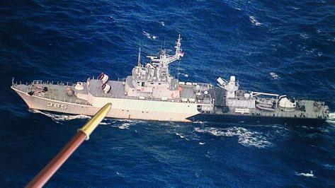 Aksi KRI Hadang Kapal Cina di Laut Natuna 3