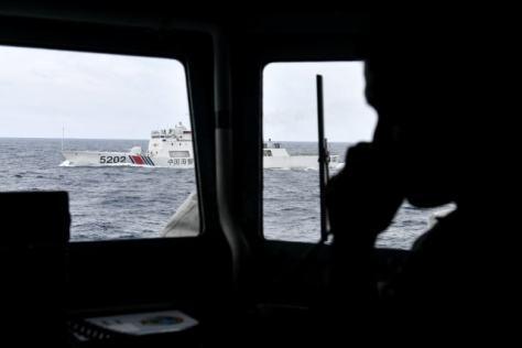 Kapal Coast Guard China membayangi KRI Usman Harun-359 saat melaksanakan patroli di ZEE Indonesia Utara Pulau Natuna