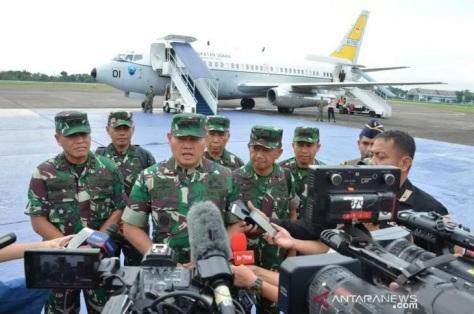 Pangkogabwilhan I Laksdya TNI Yudo Margono saat memberikan keterangan pers di Lanud Halim Perdanakusuma, Jakarta Timur, Jumat (3.1.2020). (ANTARA)