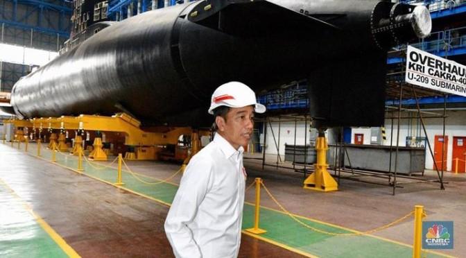 Presiden Tinjau Fasilitas Produksi Kapal Selam PT PAL (Photo)
