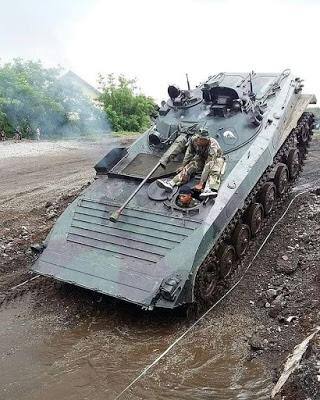 Tank BVP2 Korps Marinir TNI AL dilengkapi dengan kanon otomatis 2A42 kaliber 30 mm, senapan mesin PKT 7.62 mm serta antitank missile launcher. (Elfan) 1
