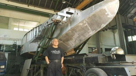 Perancang kapal perang, Wisnu Wardhana bersama The Croc Yang proses pembuatannya mencapai 90 persen. (Istimewa)