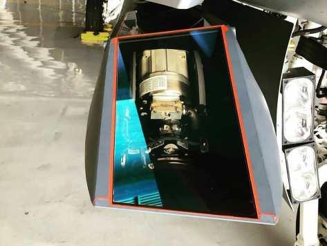 Sniper Advanced Targeting Pod (ATP) terpasang di badan pesawat F-16 Fighting Falcon. (Twitter @Kaitoutaz) 2