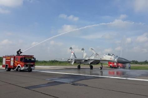 Tiga pesawat tempur Sukhoi SU-27, dan Sukhoi SU-30, tiba di Lanud Iswahjudi, untuk memperkuat Skadron Udara 14. (Penerangan Lanud Iswahjudi) 1
