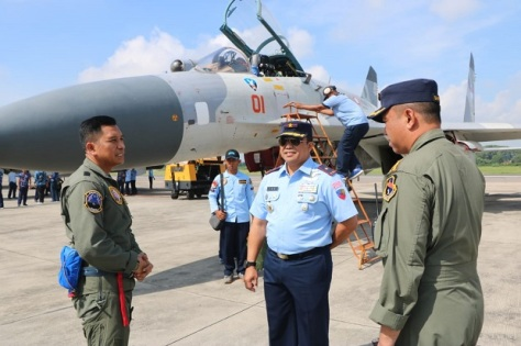 Tiga pesawat tempur Sukhoi SU-27, dan Sukhoi SU-30, tiba di Lanud Iswahjudi, untuk memperkuat Skadron Udara 14. (Penerangan Lanud Iswahjudi) 2