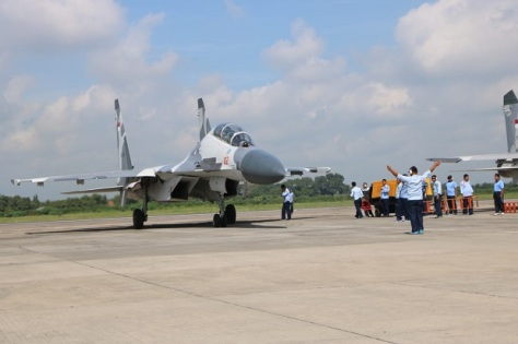 Tiga pesawat tempur Sukhoi SU-27, dan Sukhoi SU-30, tiba di Lanud Iswahjudi, untuk memperkuat Skadron Udara 14. (Penerangan Lanud Iswahjudi)