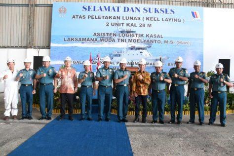 Pembangunan dua unit KAL milik TNI AL di PT Palindo Shipyard Marine (Dispen Lantamal IV)