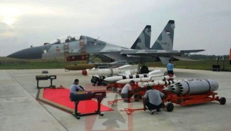 Su-30 TNI AU dengan koleksi rudal R-27 Alamo (BVR), R-77 Adder (jarak menengah), R-73 Archer (jarak pendek). (Angkasa)