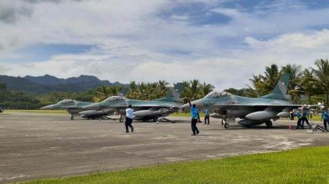TNI AU kerahkan tiga unit pesawat tempur F-16 Fighting Falcon ke Ambon untuk mengamankan Alur Laut Kepulauan Indonesia (ALKI) III. (Tribunnews) 1