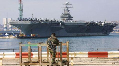 Angkatan Laut Amerika Serikat mengevakuasi ribuan pelaut dari kapal induk bertenaga nuklir USS Theodore Roosevelt yang terpapar virus corona. (AFP)